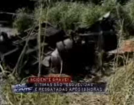 Carro da vítima estava debaixo de caminhão em Amparo