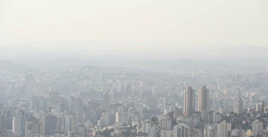 26/08/2014. Credito: Alexandre Guzanshe/EM/D.A Press. Brasil. Belo Horizonte - MG. Umidade relativa do ar em BH e na regiao metropolitana pode chegar a 20 porcento. Na foto vista de BH do Mirante do bairro Mangabeiras.